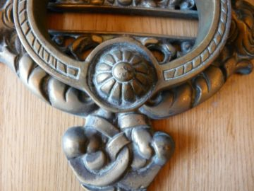 D002_1215_Large_Victorian_Brass_Cherub_Door_Knocker