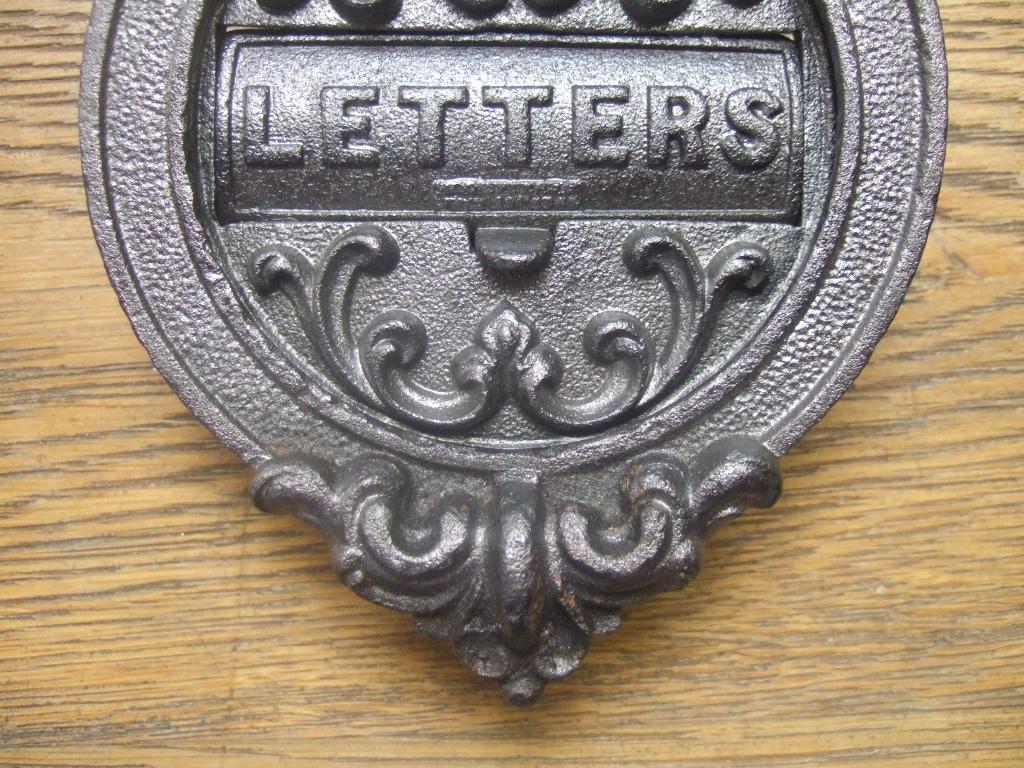 D087 circular cast iron letterbox and door knocker for Door knockers uk