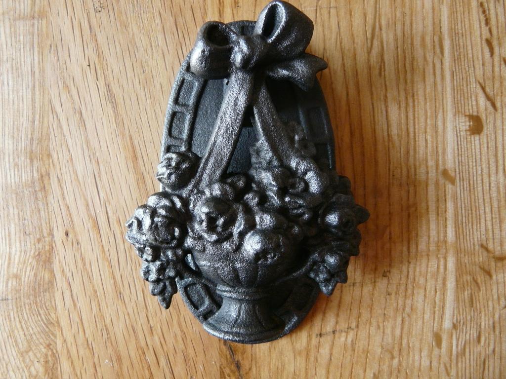 D021_0915_Victorian_Cast_Iron_Door_Knocker