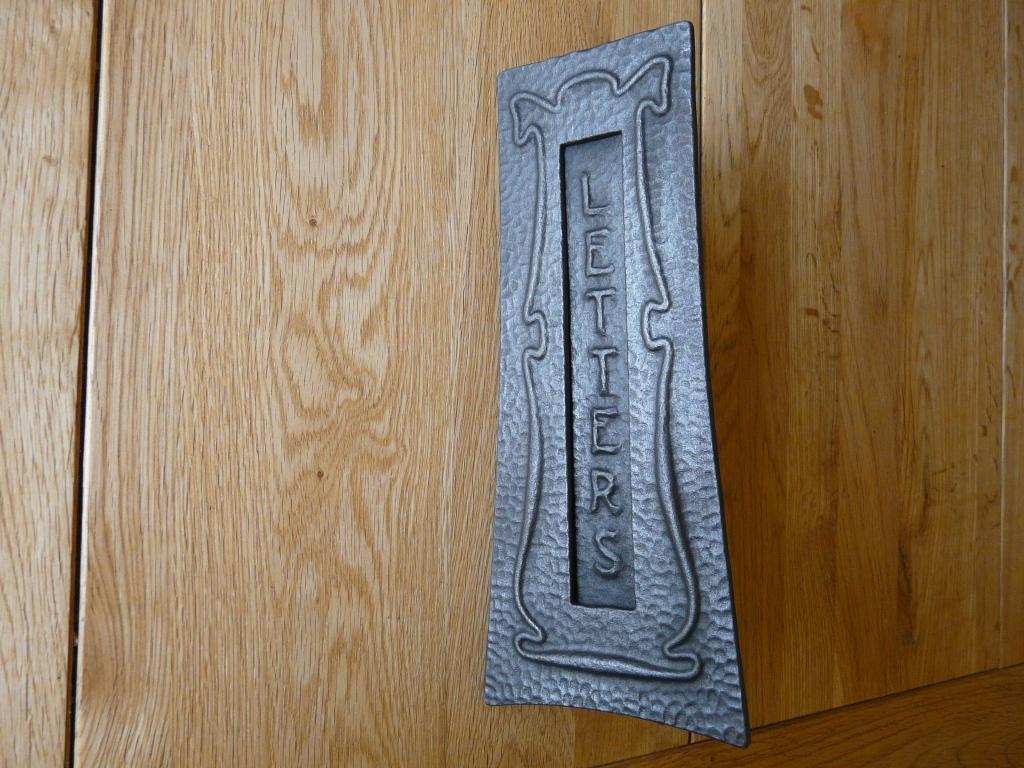 D008_0915_Art_Nouveau_Cast_Iron_Letterbox