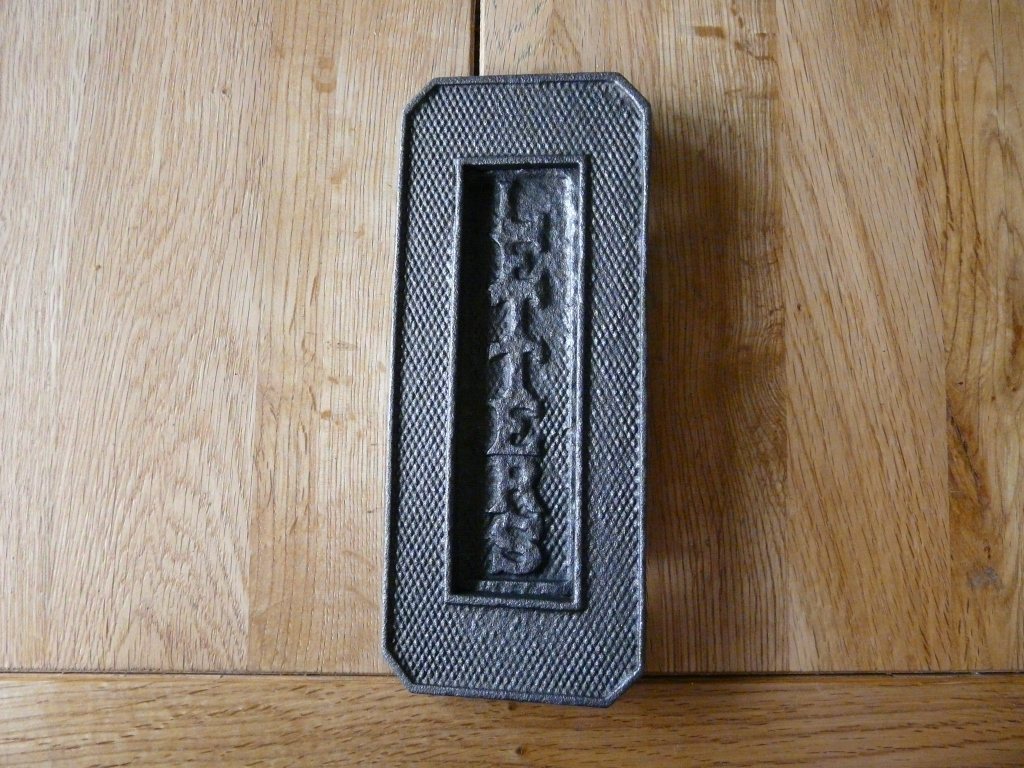 D094_0915_Edwardian_Cast_Iron_Letterbox
