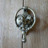 D388_0915_Kissing_Door_Knocker