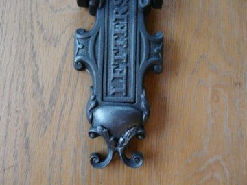 D208_1215_Victorian_Cast_Iron_Letterbox_&_Knocker