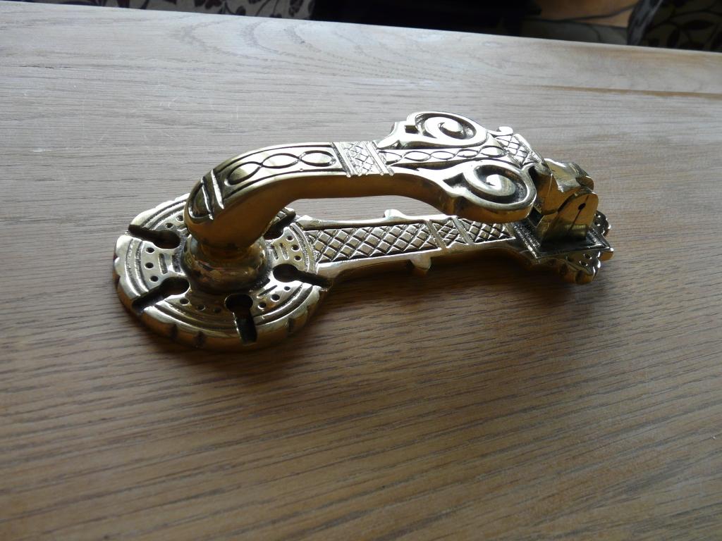 Brass door knocker rd023 antique door knockers for Door knockers uk