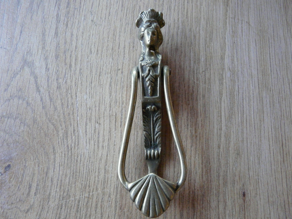 Queen_Victoria_Door_Knocker_d066-1016