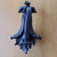 Cast_Iron_Leaf_Door_Knocker_D125L-0317