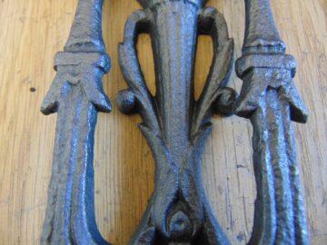 Victorian_Cast_Iron_Door_Knocker_D086L-0418