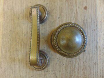 Edwardian Brass Door Knocker and Door Pull D540-0518 - The Antique Door Knocker Company