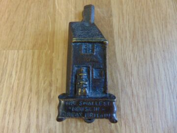 The Smallest House in Great Britain Door Knocker D131-1118 Antique Door Knockers